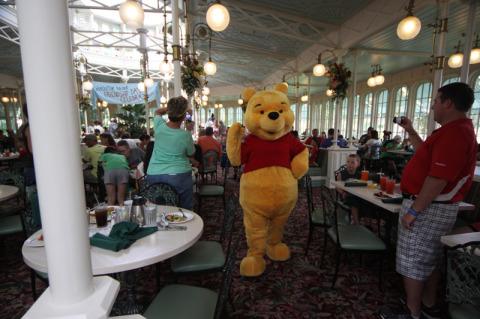 Ursinho Pooh liderando o desfile