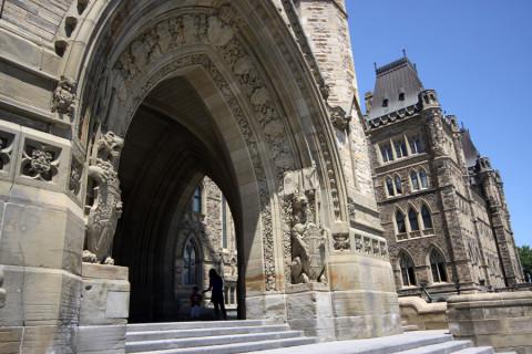 Detalhe da entrada principal do Parlamento do Canadá