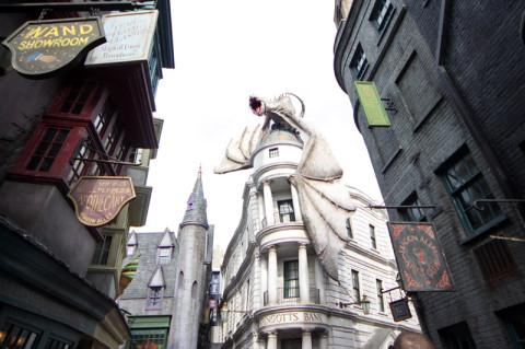 O dragão no topo do banco Gringotts em Diagon Alley, Universal Studios