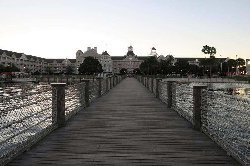 Chegando ao Disney's Yacht Club Resort de barco