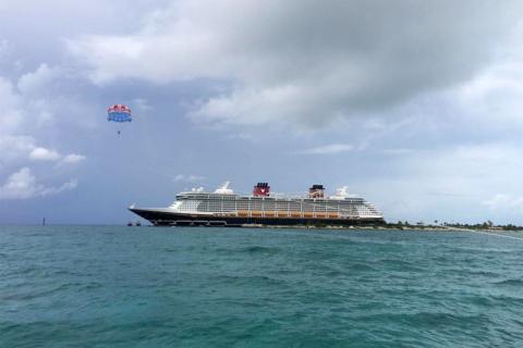 Parasailing em Castaway Cay