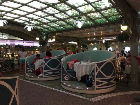Enchanted Garden, um dos restaurantes do Disney Dream. Foto: Lu Misura