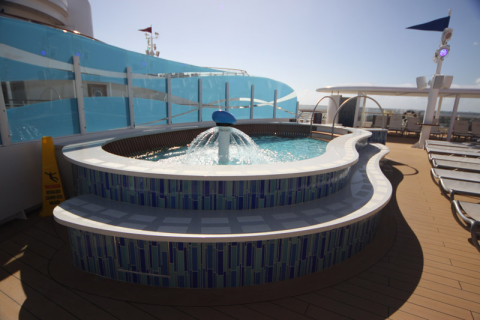 A nova piscina Funnel Puddle, no deck 12
