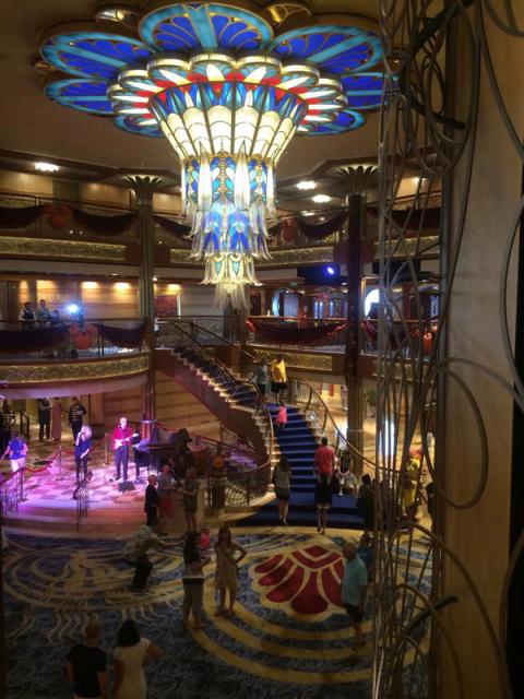 O lobby do Disney Dream