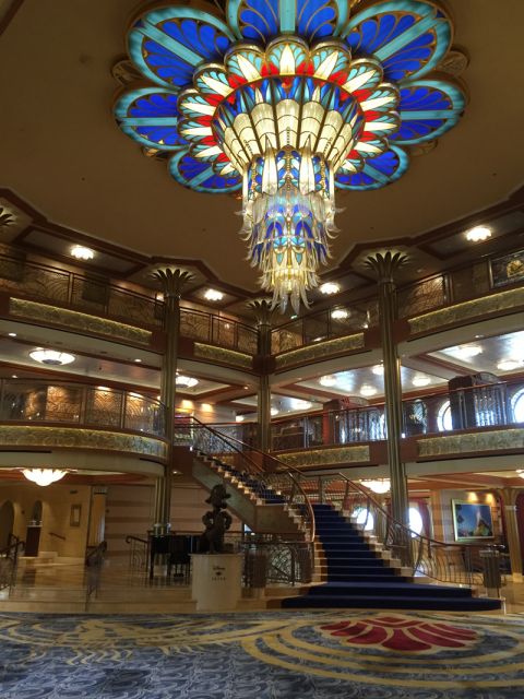O lindíssimo lobby do Disney Dream