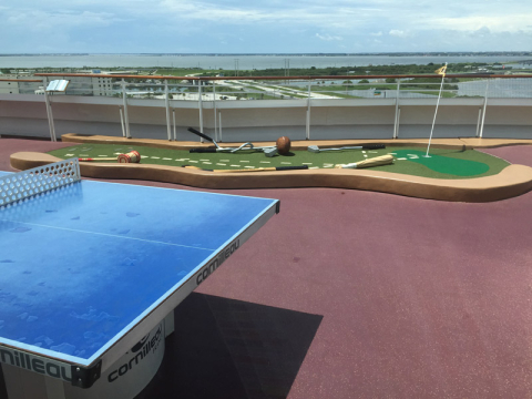 Disney Dream Sports Deck: minigolf e pingue pongue