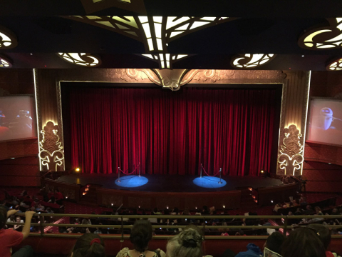 O teatro Walt Disney no Disney Dream