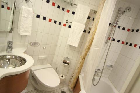 O banheiro da nossa cabine interna no Disney Fantasy