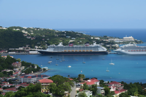 O Disney Fantasy no porto em St Thomas