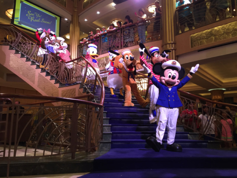 See you real soon! Os personagens se despedem no Disney Fantasy