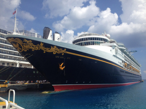 O navio Disney Magic parado no porto de Cozumel