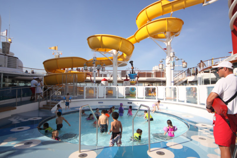 Piscina infantil no Disney Magic