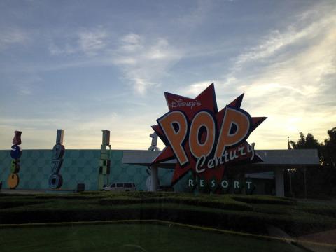 Chegando no Disney's Pop Century Resort, um hotel da categoria econômica da Disney