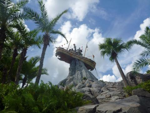 Olhando pra cima: Miss Tilly, o navio no alto da pedra