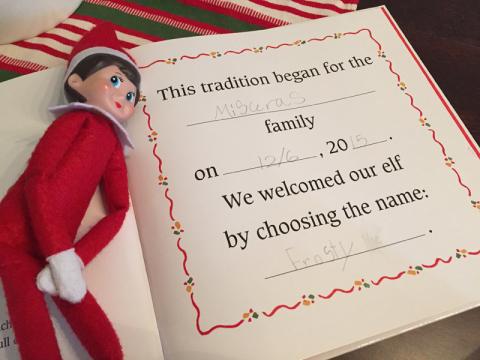Julia preencheu a ficha do nosso Elf no final do livro