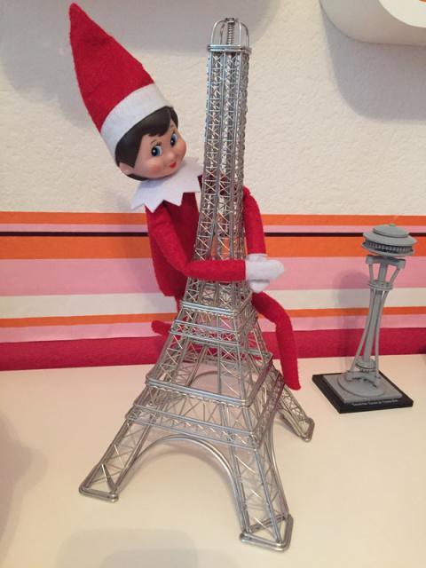 Elf King Kong com a Torre Eiffel