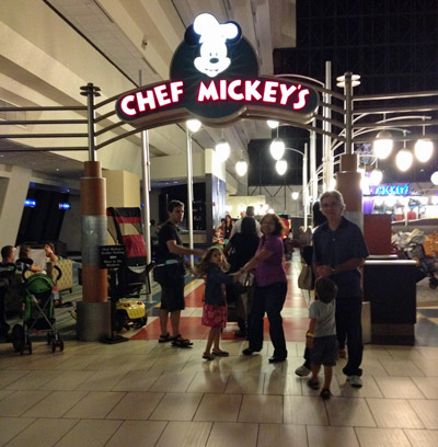 Entrada do Chef Mickey's no lobby do Disney's Contemporary Resort