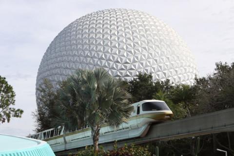 A atração Spaceship Earth é dentro da bola (geosfera)