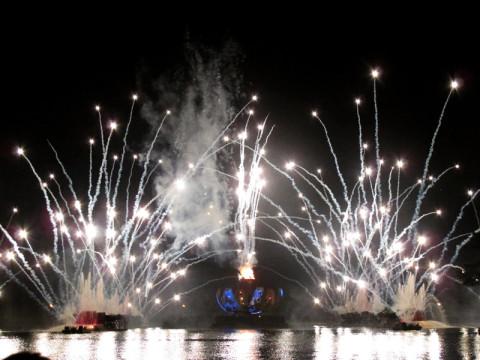 Illuminations em uma noite quente de julho, sempre lindo