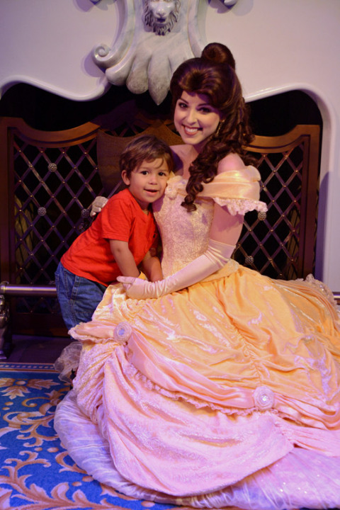 Foto do Eric com a Bela no final de Enchanted Tales with Belle