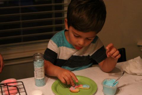 Eric dando o toque final no seu cookie