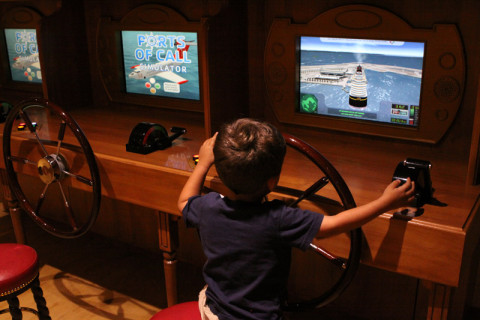 Esse aqui é o simulador do navio, Eric estava tentando atracar o navio
