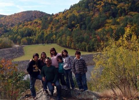 Evelyn e a família curtindo o outono em Stratford