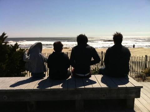 Família apreciando a praia em Stratford, Connecticut