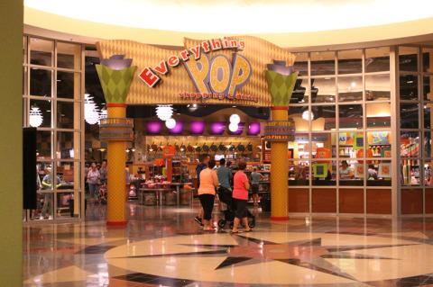 Entrada da loja e praça de alimentação: Everything Pop Shopping and Dining