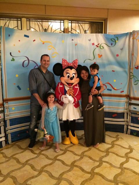 Foto de família com a Minnie no Disney Dream