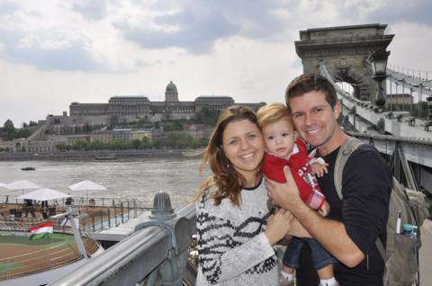 Foto de família com o Castelo de Buda ao fundo