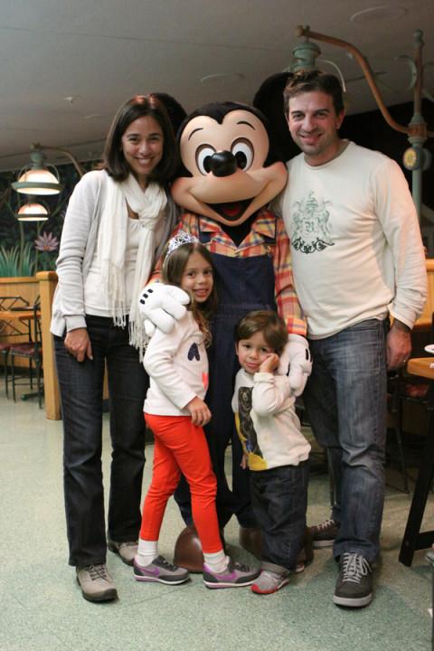 Feliz Ano Novo com o Mickey, nosso jantar no Garden Grill na noite do dia 31