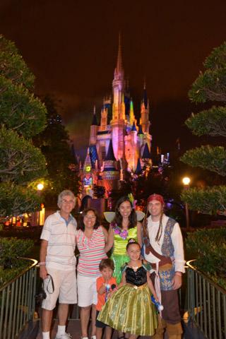 A família toda, nós e os meus pais, eles não quiseram ir de fantasia