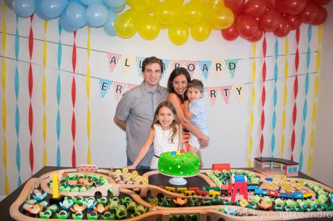 Foto de família na festinha de 3 anos do Eric