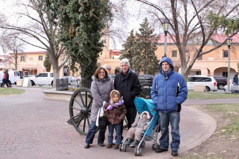 Família reunida em Old Town Albuquerque, Novo México