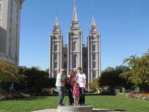 Foto de família em frente ao Templo