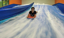 Surf indoor em Orlando no Fantasy Surf