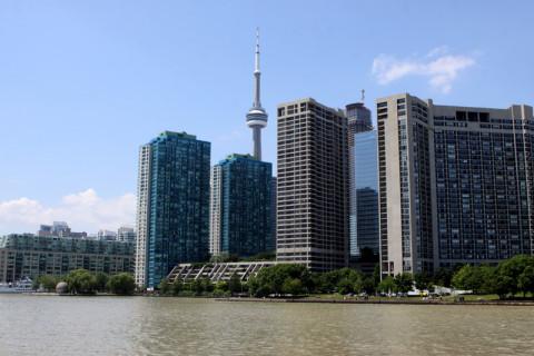 Ferry saindo de Toronto...