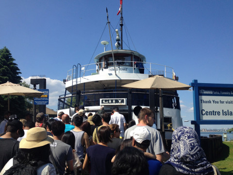 Pegando o ferry pra voltar pra Toronto