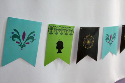 Bandeirinhas que eu peguei no site Bakingdom e mudei as cores