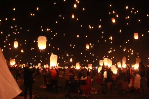Festival das Lanternas na hora mais bonita.  Foto:  Claudia Beatriz