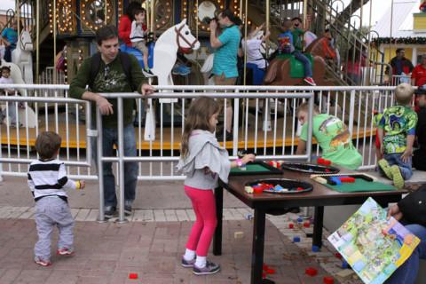 Fila com Legos pra brincar: na Legoland tem, claro!