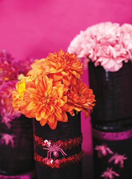Flores em vasos pretos para o Halloween
