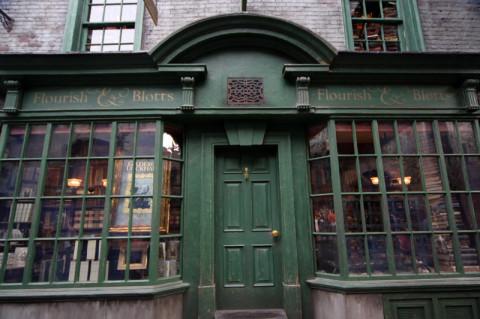 Flourish and Blotts, a livraria onde os estudantes de Hogwarts compram seus livros escolares