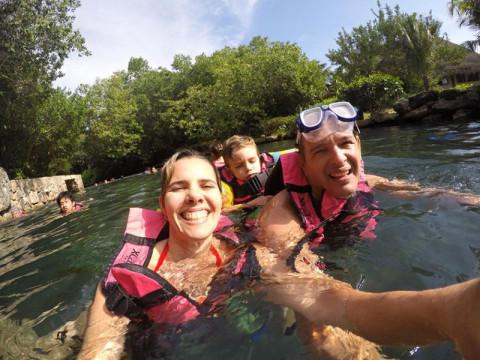 Flutuação no rio em Xcaret