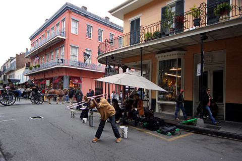 Música nas ruas do French Quarter em New Orleans