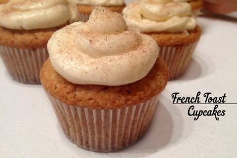 French Toast cupcake com glacê de cream cheese
