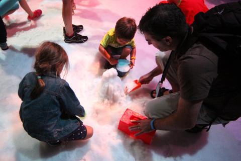 Essa neve era mais pra gelo, mas as crianças não reclamaram