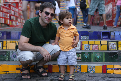 """Gabe e Eric chegando na Escadaria Selarón, foto de Gustavo """"Camarão"""" Bordallo"""