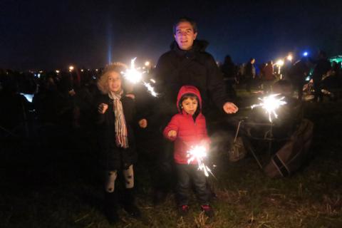 As crianças adoraram brincar com os fogos, claro